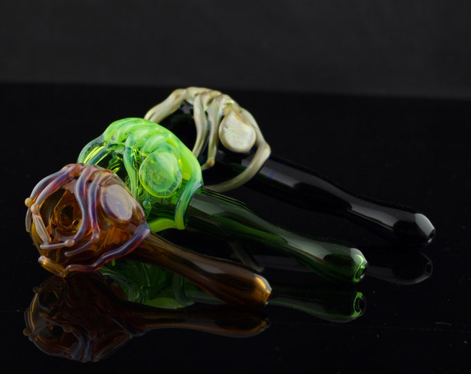Facehugger Alien Pipe / Glass Spoon Pipe / Alien Movie / Xenomorph / Sci-Fi Glass Pipe / Heady Glass / You Choose the Color / Made to Order