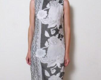SALE 1970s GRAPHIC FLORAL black & white dress, s