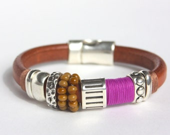 BAGANIQUE brown leather bracelet with purple thread, zamak roundels and crystal beads