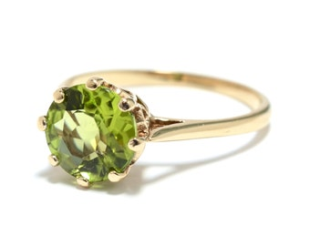 9K Gold & Peridot Solitaire Ring - Size 7 3/4