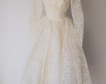 Vintage 1950s or early 1960s Lace and Tulle Tea Length Wedding Dress Ala Audrey Hepburn