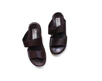 SALE Vintage Leather Sandals 7.5 / Brown Leather Sandals / Minimal Slip Ons