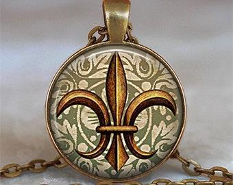 Antique Gold Fleur de Lis pendant, Fleur de Lis necklace, Fleur de Lis jewelry French jewelry New Orleans pendant