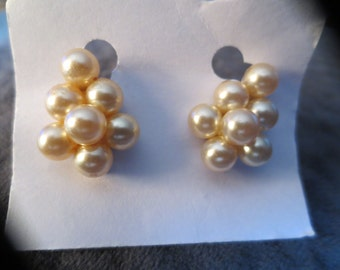 Vintage screw on pearl earrings