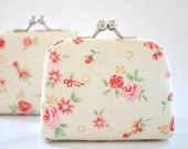 Garden Floral in Ivory - Tiny Kiss lock Coin Purse/Jewelry holder