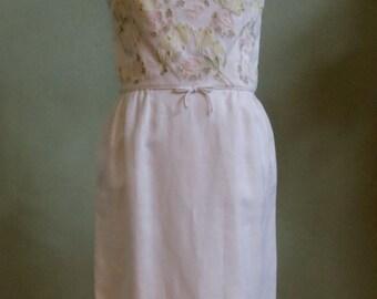 "Vintage 60's Pavanne Originals Sleeveless Knee Length Cream Linen Dress with Flowered Appliquéd Top Bust 41"" Waist 31"""