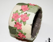 Boho style Floral filigree polymer clay bangle - Pink flowers on grey - polymer clay cuff with tiny flowers - made in Israel