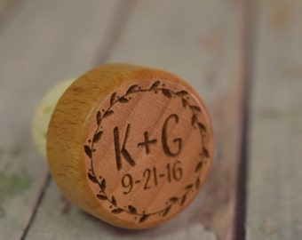 Personalized Wine Stopper Wreath with Initials and Date - Vineyard Wedding Favors Engraved Wood, wedding shower gift WS0106