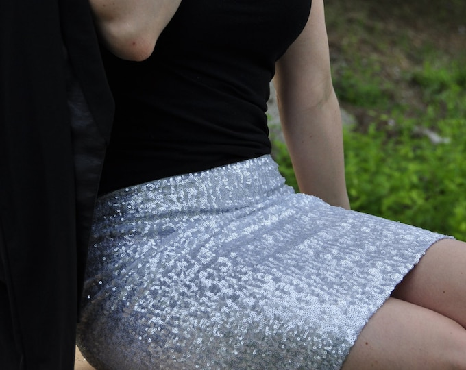 SALE til 11/23 Matte Silver Pencil Sequin Skirt - Stretchy, beautiful mid thigh-above knee length skirt, runs small