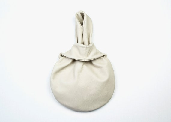 RIO Leather Purse in Oyster. Light Beige Leather Bag. Ivory Leather Purse. Leather Evening Bag.