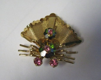 Vintage gold bee brooch with crystals.