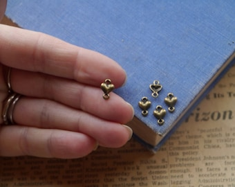 SALE 30 pcs Antique Bronze Tiny Small Heart Connector Charms Gives Detail to Chain 10mm (BC2364)