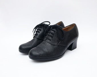Vintage black leather lace up women heeled shoes