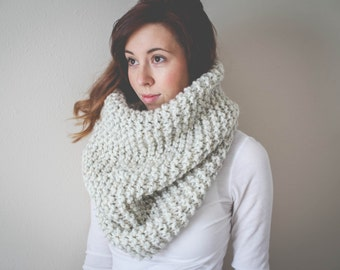 Oversized Cowl // Chunky Knit Cowl // Pullover Snood // Rib Stitch // Cozy Cowl // Infinity Scarf // Hooded Scarf // Pinterest Favorite