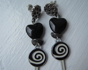 Cute earrings with heart and lollipop Black and white