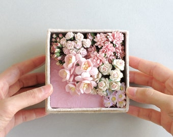Pink Paper Flower Gift Set - Assorted flowers & mini card set - Made of mulberry paper - Box with lid included