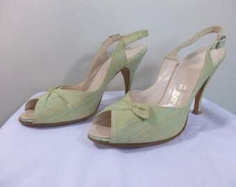 1950's green heels Saks Fifth Avenue, open toe, sling back, pumps, with original box size 5