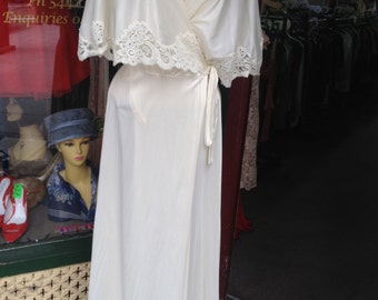 1970s Vintage Lingerie Cream Dressing gown