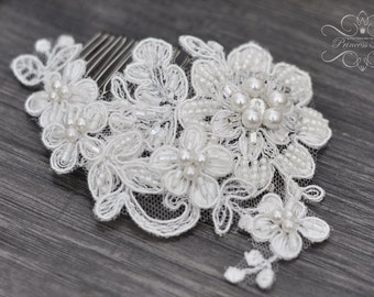 Vintage Bridal Hair Comb, Wedding Headpiece Fascinator with Beaded Lace in Ivory/ Perls / Flowers