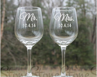 wedding wine glasses, personalized wine glasses, etched wine glasses, wine glass, wine glasses, Etched Wine Glasses, mr and mrs glasses,