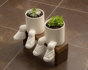 Planter with feet