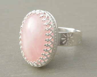 Sterling silver ring with an oval rose quartz, handstamped band of flowers, mothersday, summer trend 2015, summer color 2015