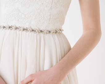 Maurel // Bridal Belt With Soft Petals