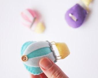 HOT AIR BALOON brooch. felt pastel boho tender accessorize, cute pin