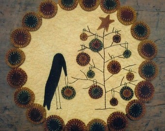 Primitive Wool Penny Rug e-Pattern Crow Decorating Christmas Tree