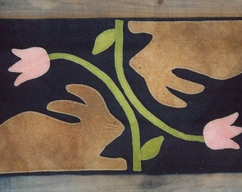 Primitive Wool Penny Rug e-Pattern Runner Hunny Bunny rabbit bunny tulip Easter Spring Wool Applique Penny Rug