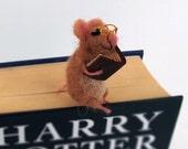 Felt miniature mouse bookmark beige woolen mouse Animal miniature Waldorf Funny gift idea Comical idea Book lovers Sweet figurine bookmark
