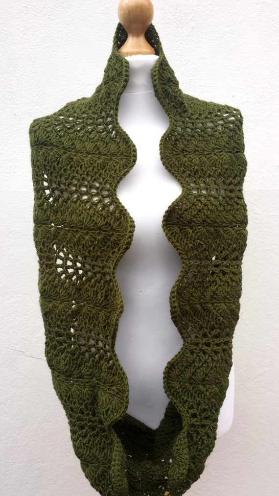 Merino Hand Knitted Infinnity Chunky  Scarf, Cowl, Military green Scarf, Shawl, Wrap for women, Cowl, olive green chunky scarf