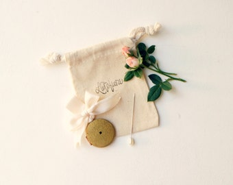 Vintage bouquet charm, Wedding bouquet pin, Antique photo frame locket, Bouquet locket charm, Gold bouquet charm, Bridal accessory, Wedding