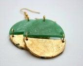 Statement Ohrringe in Smaragdgrün mit Blattgold, Geometrische, runde Ohrringe, kreisförmige Ohrringe,große Hängeohrring, Geschenk für Sie