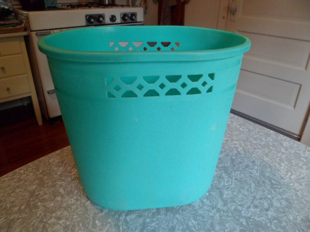 Vintage mid century bathroom plastic waste basket trash for Waste baskets for bathroom