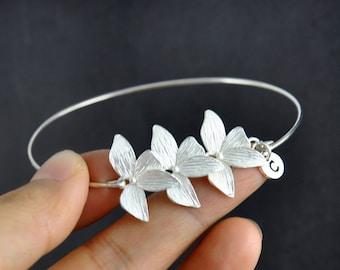 Bridesmaids bracelet, Silver leaf bracelet, personalized initial bracelet, lucky bracelet, Four leaf clover bangle bracelet