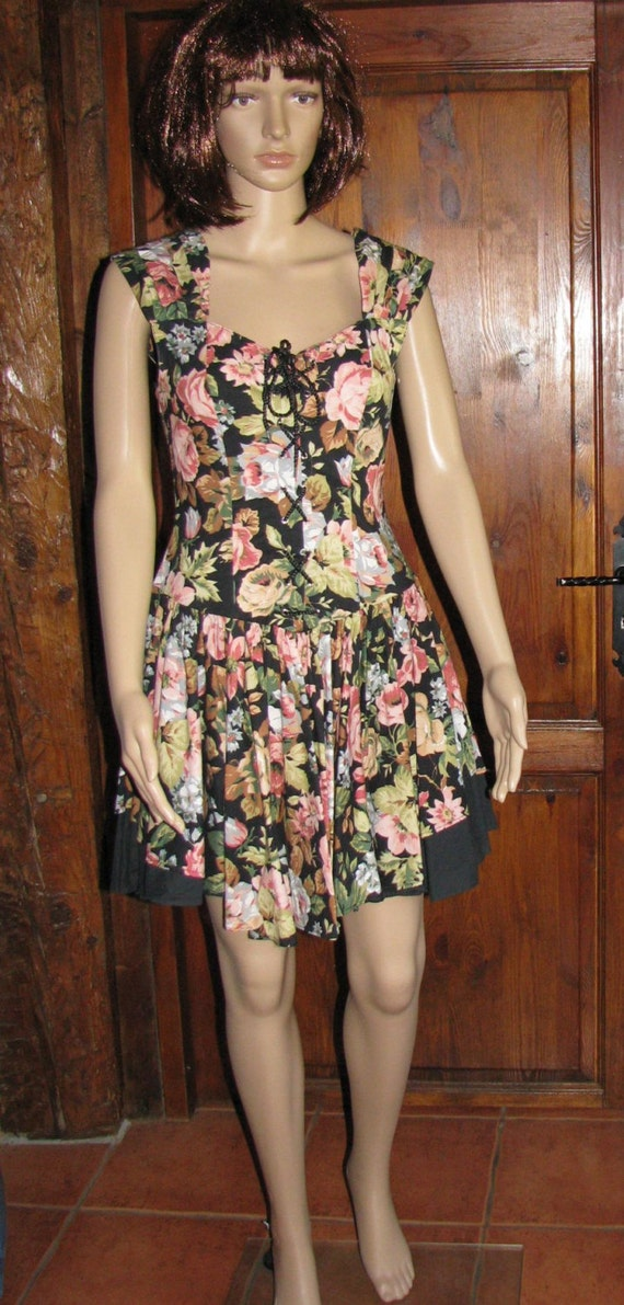 Vintage DRESS  pattern flowers 1980s Full circle dress floral mini