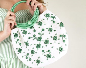 60s White Raffia Bag with Green Embroidered Flowers and Green Ring Handle