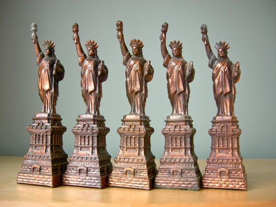 Vintage Statue of Liberty Set, New York City Souvenir Buildings, Instant Collection, Loft Living