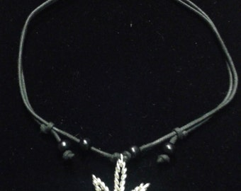 Silver Pot leaf twisted wire necklace