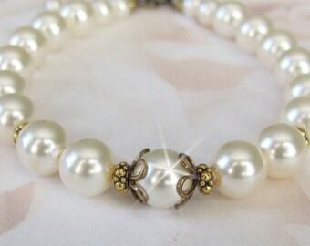 Ivory Pearl Bracelet, Vintage Style Wedding Bracelet, Pearl and Antique Brass Bridal Bracelet, Bridal Party, Wedding Party, Wedding Jewelry