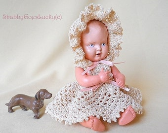 Schildkröt baby doll, 1930s vintage 8 inch celluloid blue eyed small old dollhouse baby doll with turtle mark, crotchet dress + bonnet