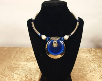 Necklace, choker, costume jewelry, blue, white, mixed materials, vintage