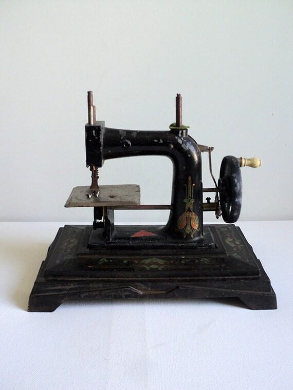 Machine coudre miniature ancienne jouet par for Machine a coudre king jouet