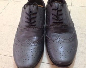 Gray Wingtips, excellent almost new condition! size 40 (US M 8, US W 9)