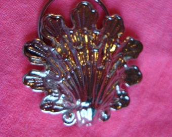 Beautiful Vintage Scarf Clip