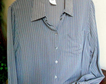 Classically Styled Jones of New York Silk Blouse - Womens Size 10