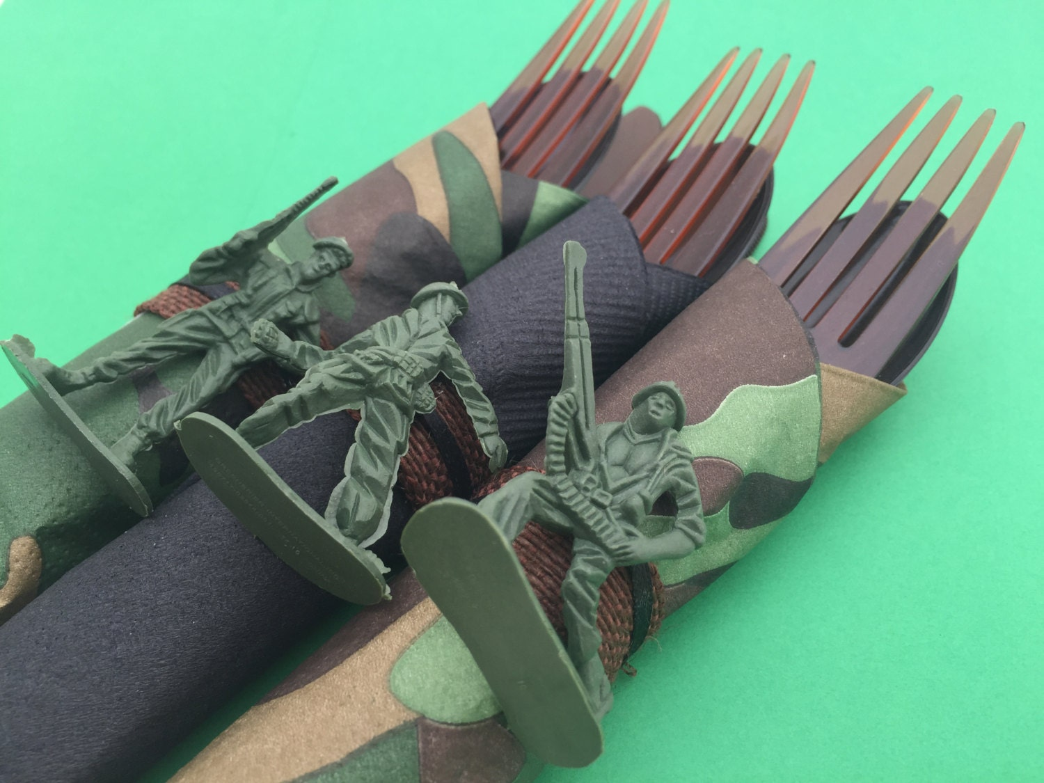 Army flatware 5 army theme party cutlery army party for Army party decoration ideas