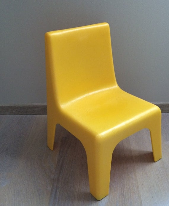 petite chaise enfant design. Black Bedroom Furniture Sets. Home Design Ideas