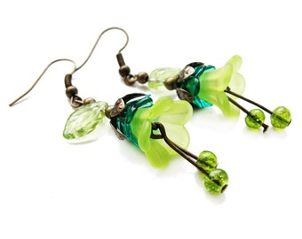 ROMANTIC STYLE Lucite flowers - bright green dangle earrings, acrylic floral earrings with glass beads - gift for her, vintage style